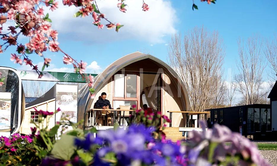 Shell shaped glamping tent