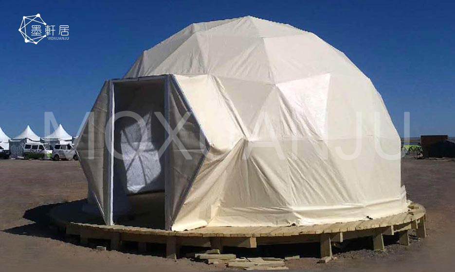 What are the popular glamping tent designs
