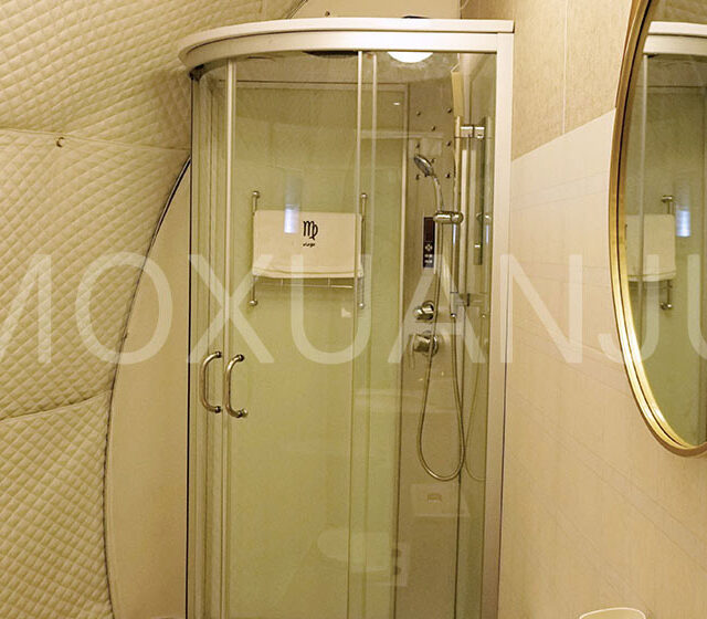 Hot Balloon Glamping Tent shower room